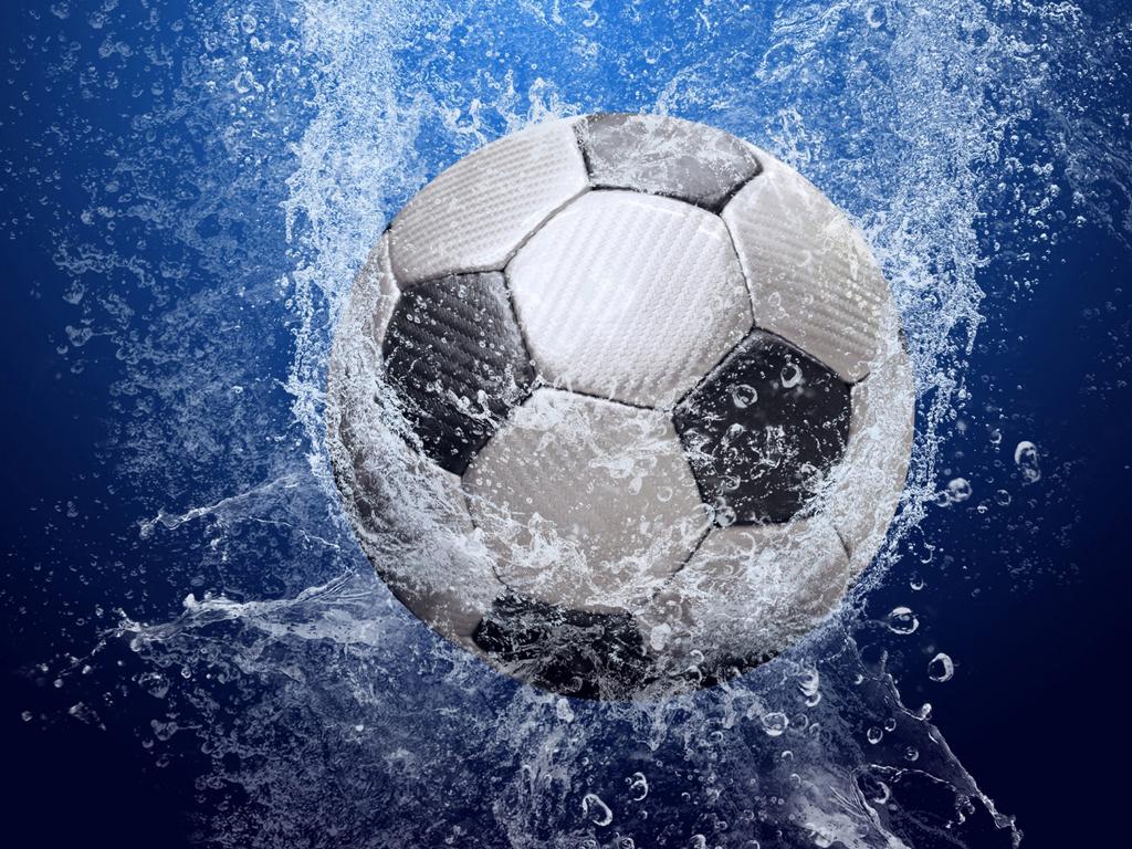 мяч в воде