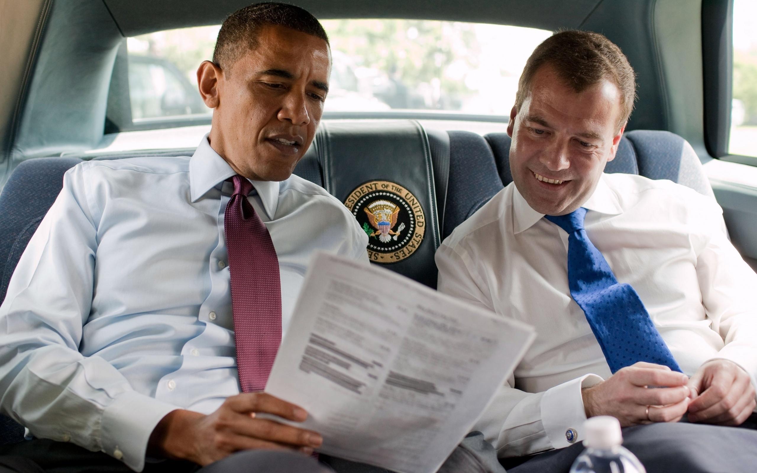 фото Обамы и Медведева в лимузине США