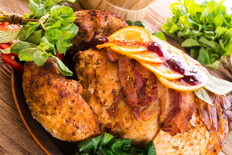 Печеное мясо курицы.
