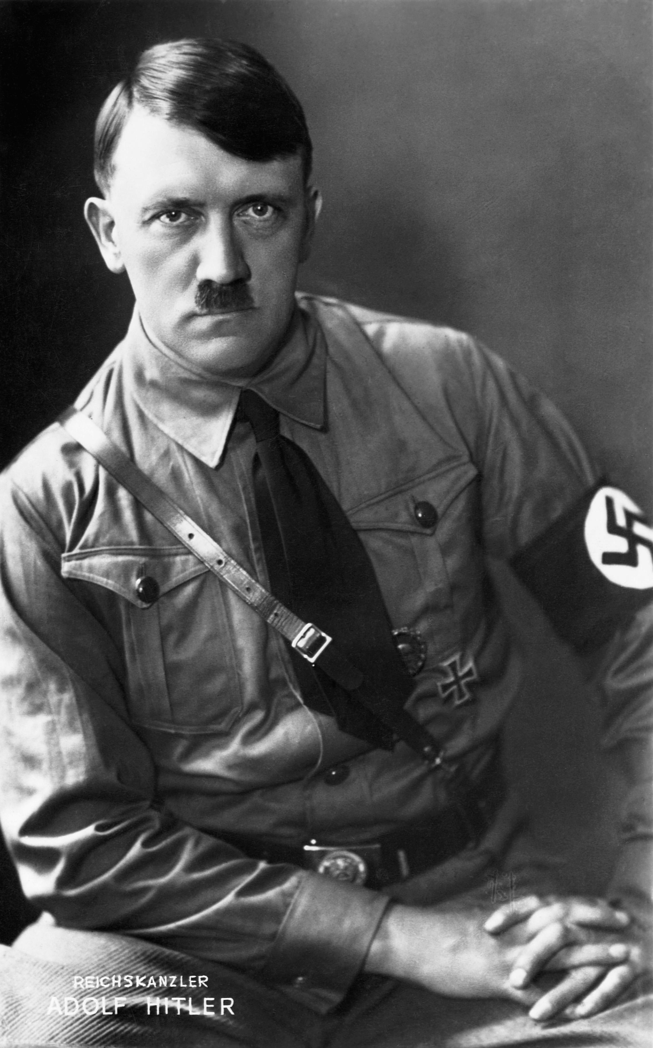 Фотография Адольфа Гитлера с большим разрешением