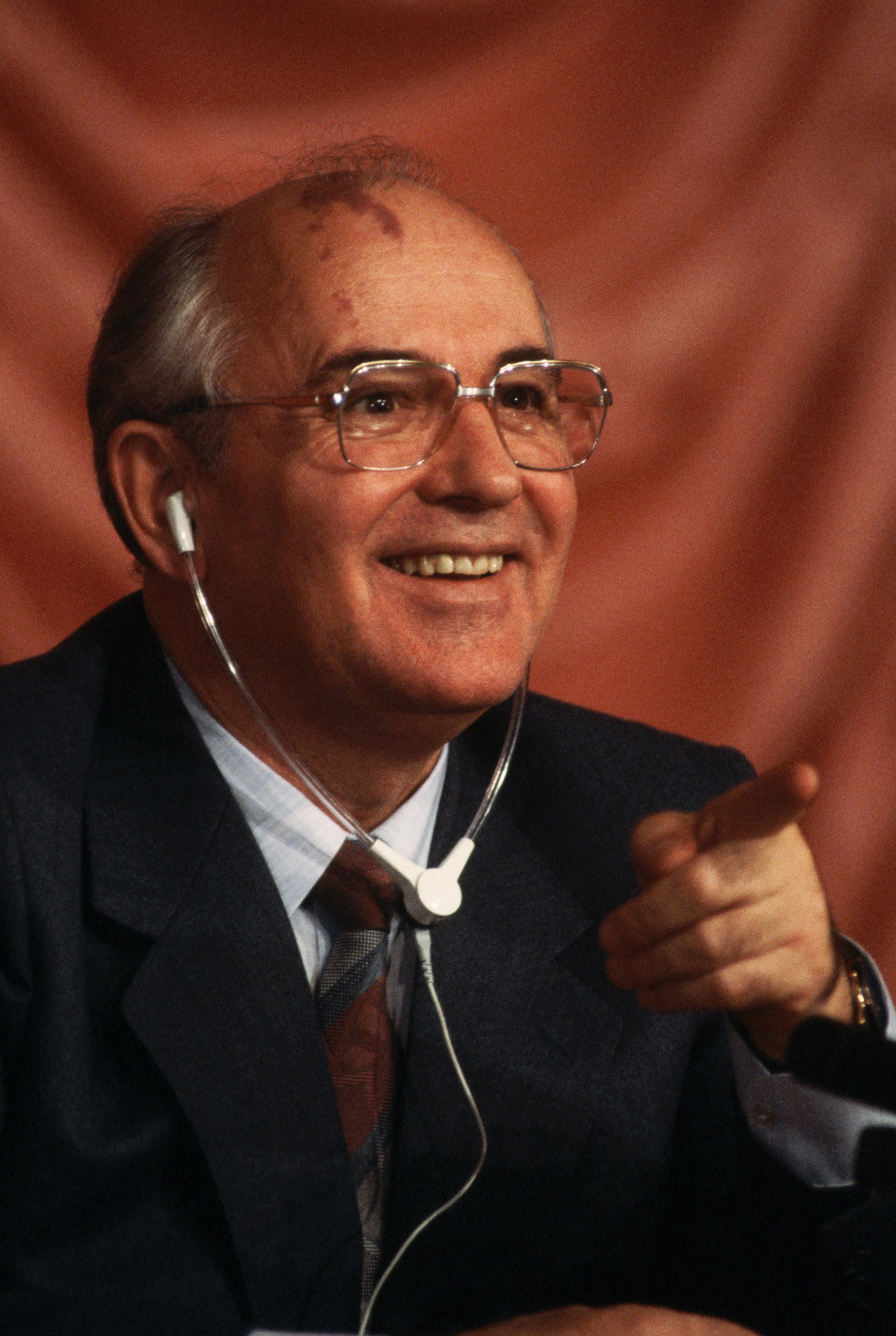 Фото Михаила Горбачёва с радостным, довольным выражением лица